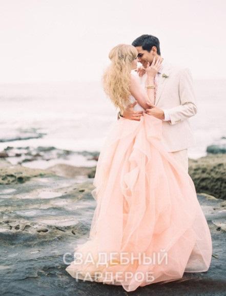 Розовый кварц и модные свадебные оттенки в свадебных платьях и аксессуарах