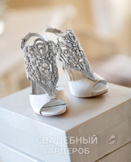 Фотография Как поддерживать идеальный вид свадебной обуви?