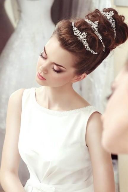Фотография Свадебные украшения в прическу: модный обзор