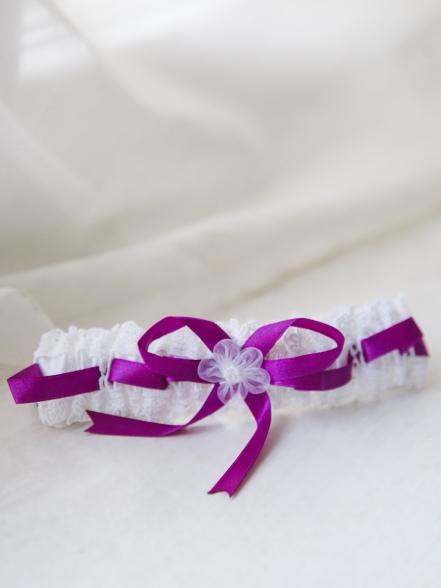 Фотография Подвязка белая с лиловым