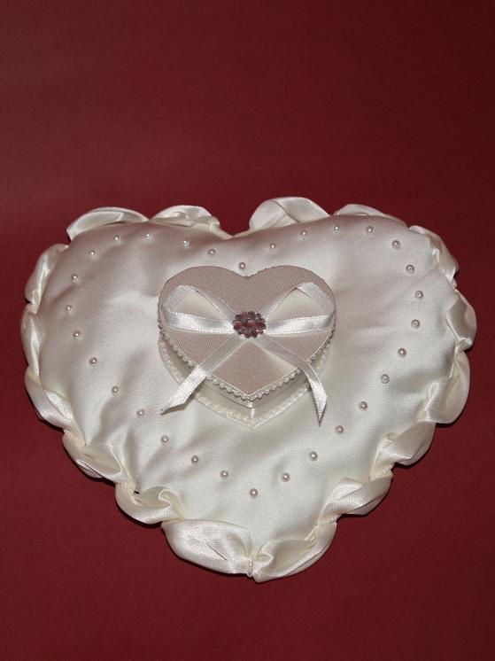 Подушка для колец «сердце с коробочкой» 1
